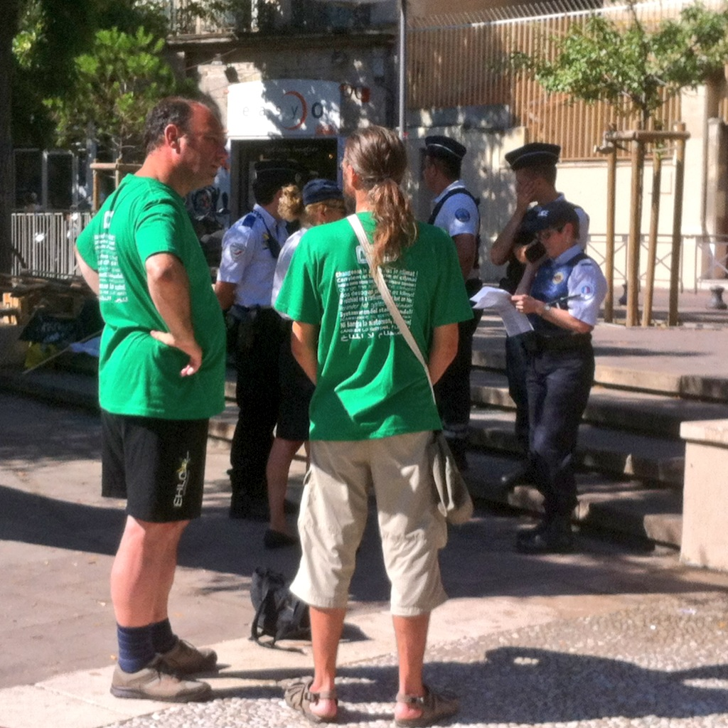 27 juin au matin, la police venue signifier l'interdiction d'Alternatiba.jpeg