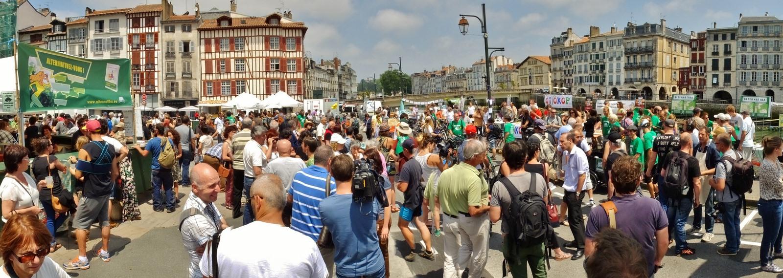 Des allures de fêtes populaire pour le départ du Tour Alternatiba