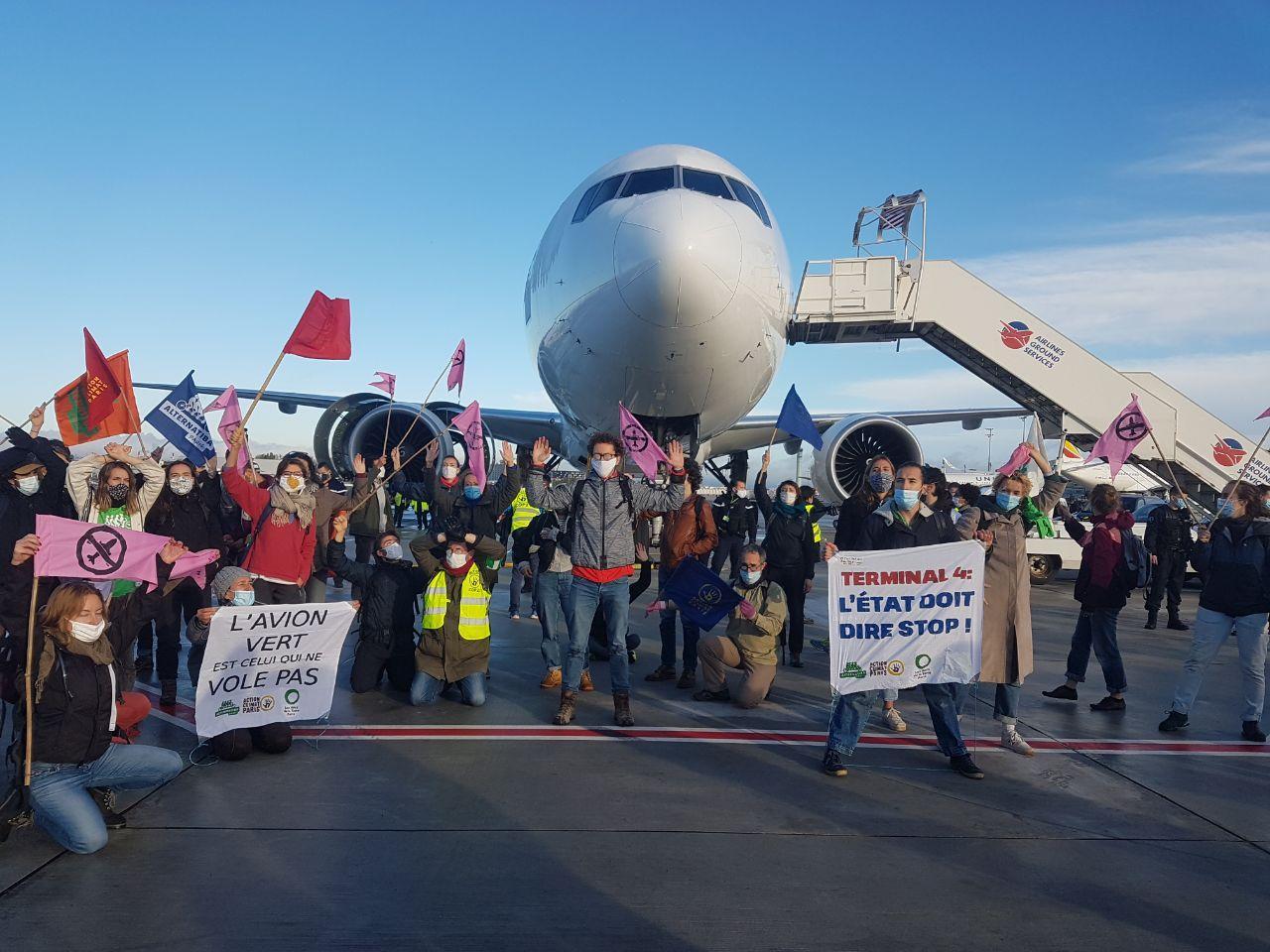 87 activistes sur le tarmac de Roissy
