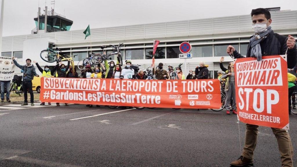 Subventions à l'aéroport de Tours #GardonsLesPiedsSurTerre. Subventions Ryanair, stop.