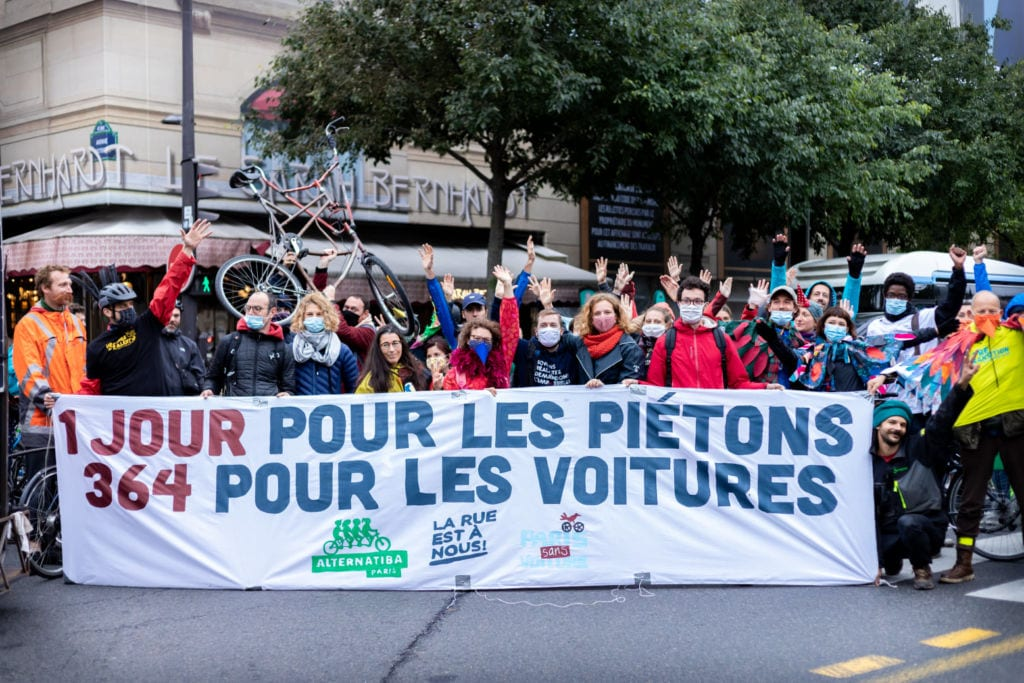 La Rue Est à Nous, Paris Sans Voiture et Street Art Rebellion se sont mobilisés dimanche pour la Journée sans voiture.